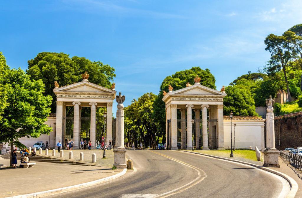 Borghese Park'ın anıtsal girişi