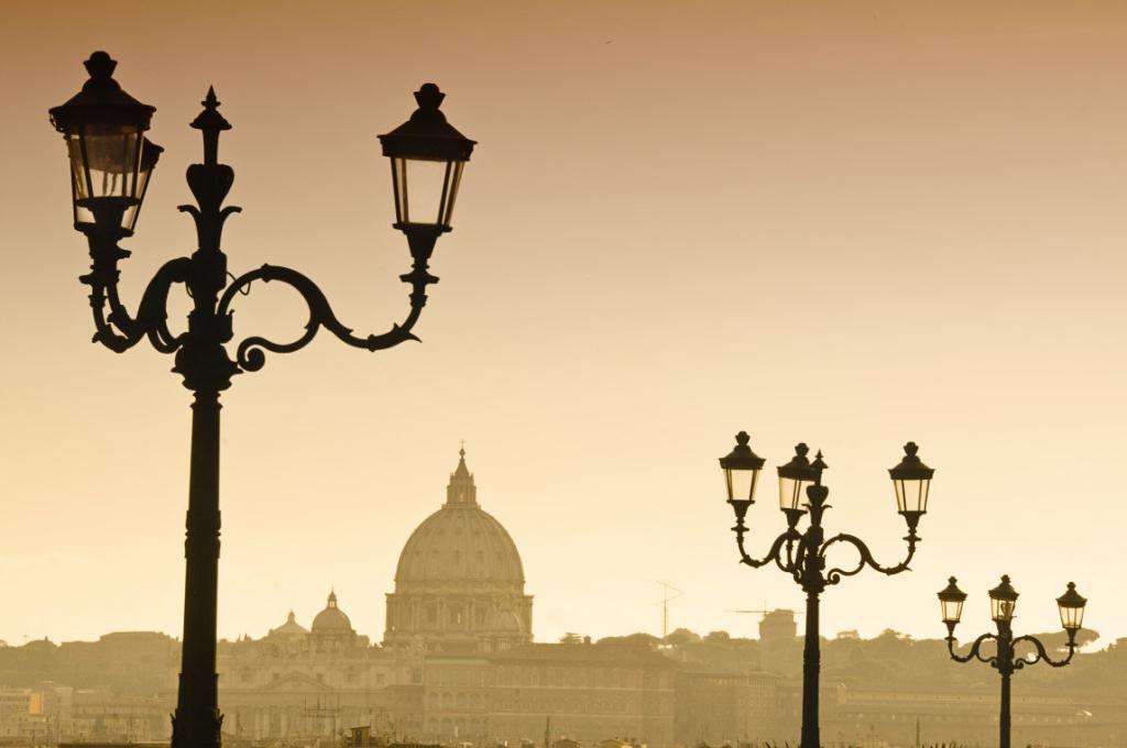 Borghese Parkı'ndan muhteşem Roma manzarası. St. peter bazilikası'nın silüeti
