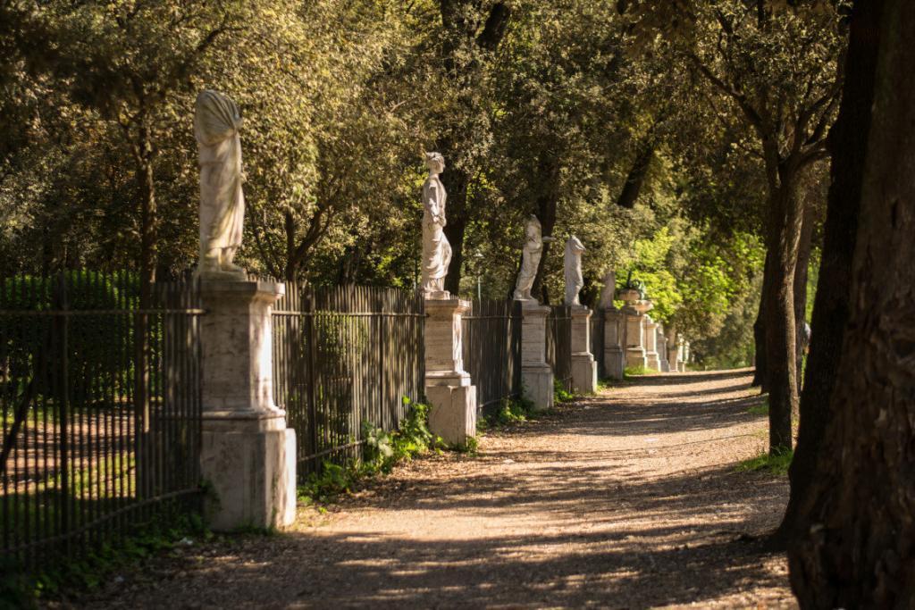 Borghese parkındaki heykeller