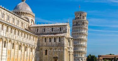 Pisa Kulesi ve Katedrali - Güneşli bir yaz günü