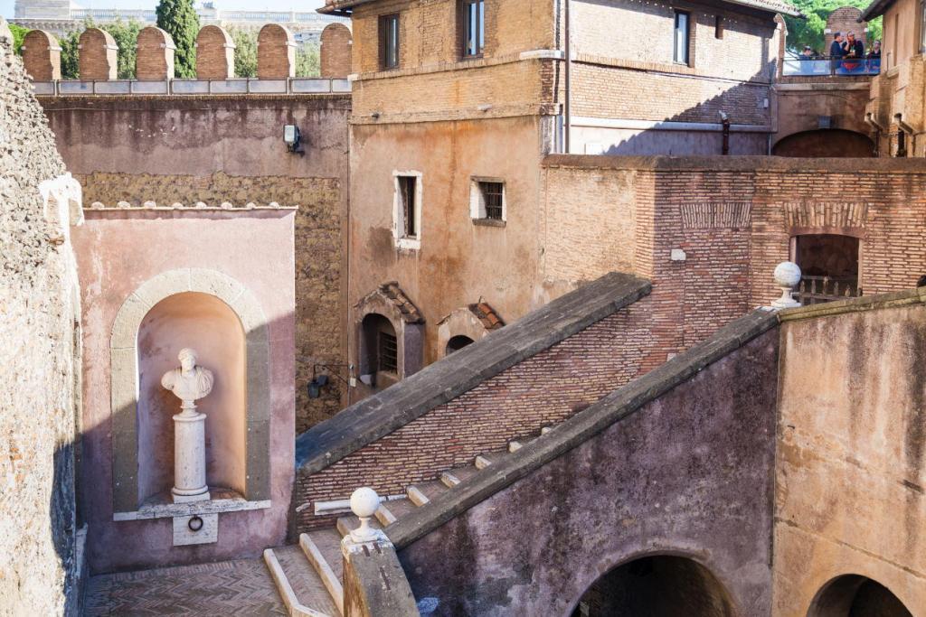 Sant'Angelo Kalesi'nin İçi (1)
