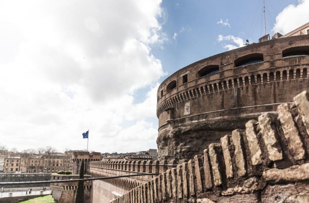 Sant'Angelo Kalesi'nin İçi (4)