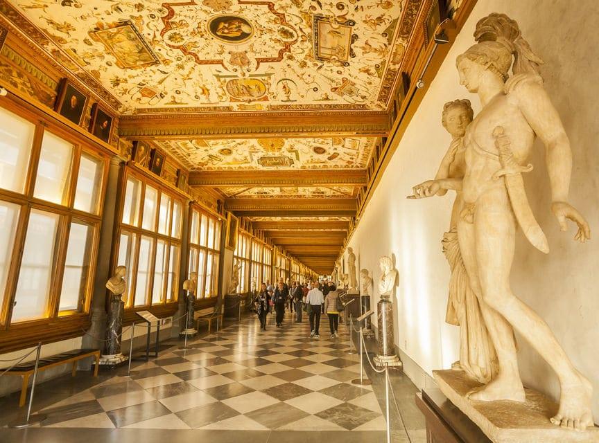 Uffizi Galerisi Koridorları - Antik Roma ve Yunan Heykelleri