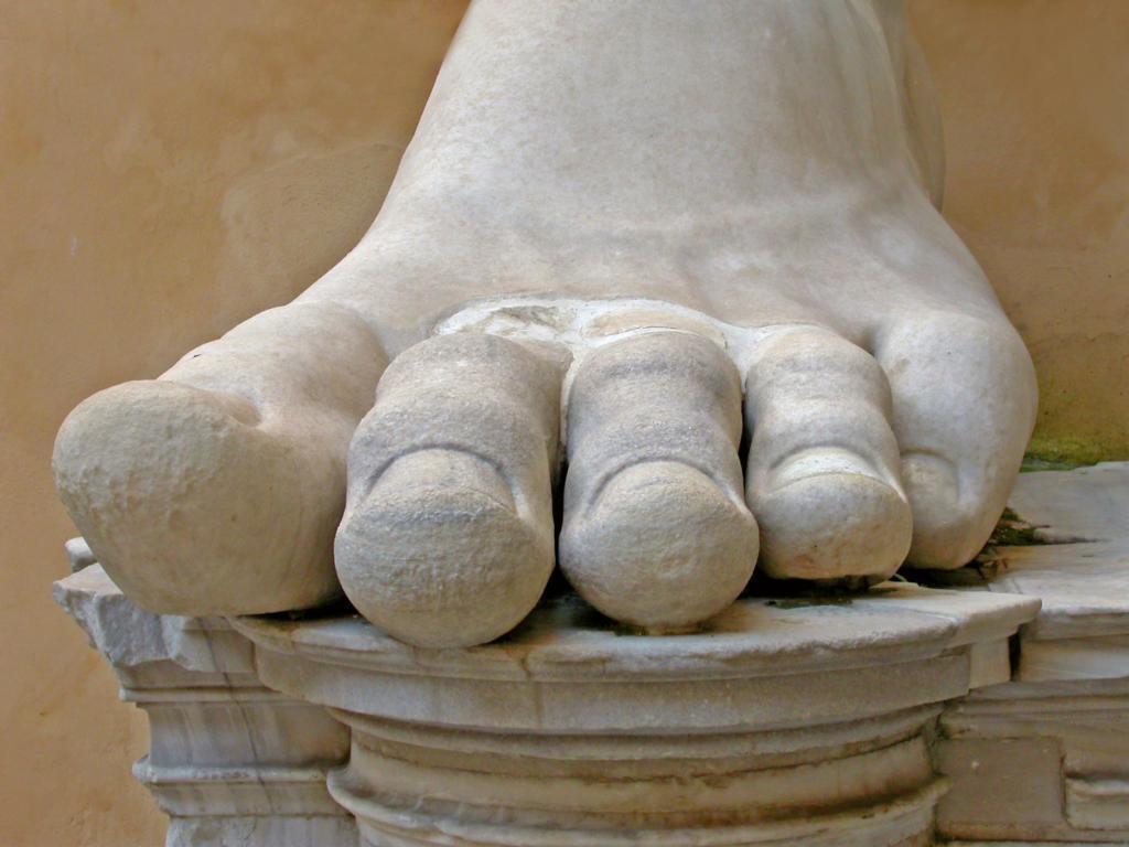 İmparator Büyük Konstantin'in Maxentius Bazilikası'ndaki dev heykeline ait parçalar, Palazzo dei Conservatori avlusu, Kapitolin Müzesi, Roma, İtalya (3)