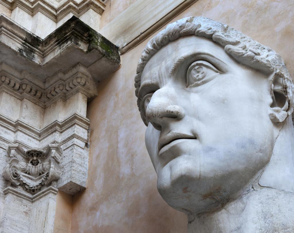 İmparator Büyük Konstantin'in Maxentius Bazilikası'ndaki dev heykeline ait parçalar, Palazzo dei Conservatori avlusu, Kapitolin Müzesi, Roma, İtalya (5)