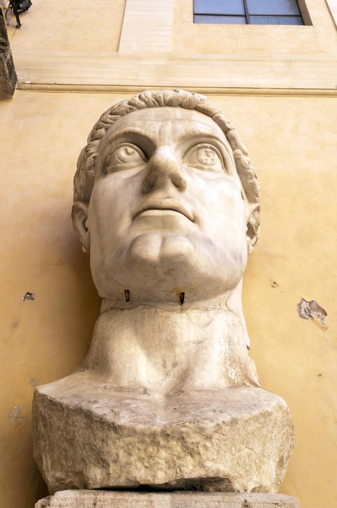 İmparator Büyük Konstantin'in Maxentius Bazilikası'ndaki dev heykeline ait parçalar, Palazzo dei Conservatori avlusu, Kapitolin Müzesi, Roma, İtalya (6)