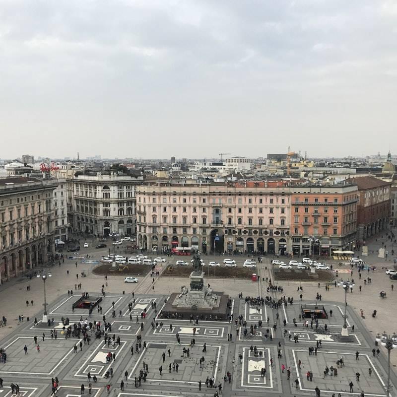 Duomo Katedrali Çatısından Panoramik Milano Manzarası