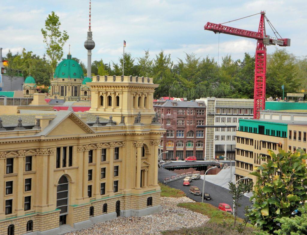 Mini Lend - Dünyadaki ünlü binalar - Münih Legoland Turu