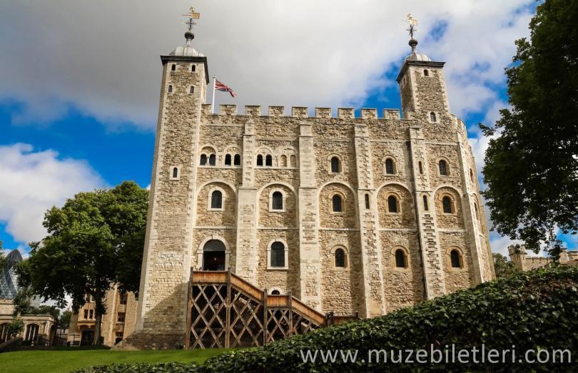 Beyaz Kule - Londra Kalesi içindeki ana kale.1080'lerin başında Fatih William tarafından yaptırılmış ve daha sonra genişletilmiştir