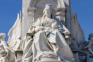 Buckingham Sarayı - Kraliçe Victoria'nın Heykeli
