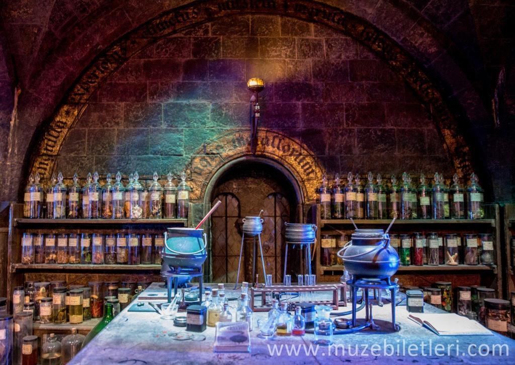 Harry Potter Stüdyo Turu - Potions Classroom - Zehir Sanatları Sınıfı