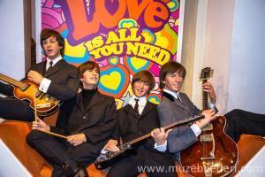 Madame Tussauds London'da yer alan Beatles grubu balmumu heykeli.