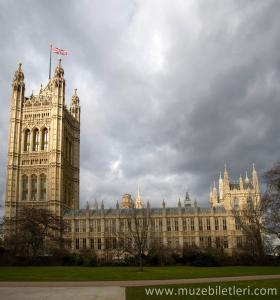 Westminster Abbey - Bulutlu bir günde muhteşem manzarasıyla.
