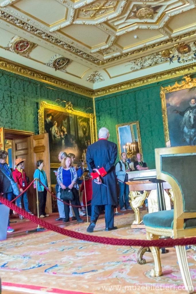 Windsor Sarayı'nda fotoğraf çekmek kesinlikle yasaktır.