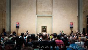 Her daim kalabalık. Leonardo da Vinci, Mona Lisa, Louvre Müzesi, Paris, Fransa