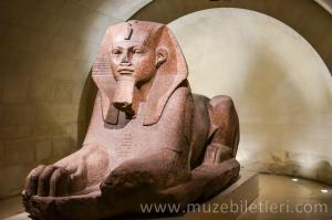 Louvre Müzesi Antik Mısır bölümü sizi büyüleyecek.