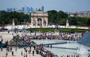 Louvre Müzesi Bilet Kuyruğu