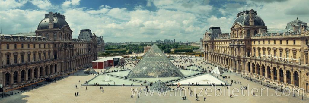 Louvre Müzesi - Panoramik Görünüm