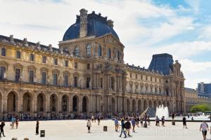 Louvre Müzesi'nin Denon Kanadı