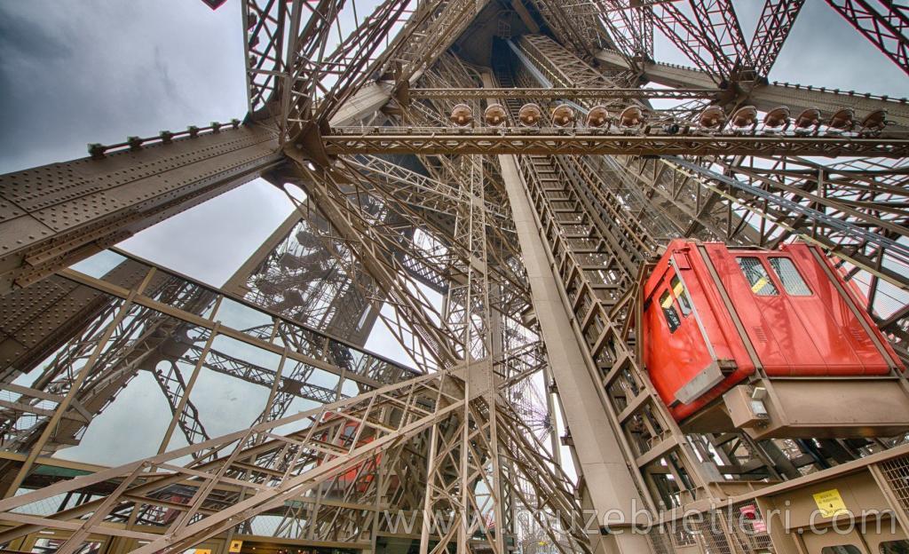 Eyfel Kulesi - Asansörü