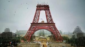 Eyfel Kulesi'nin İnşaası esnasında çekilen bir fotoğrafın renklendirilmiş hali.