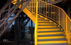 Eyfel Kulesi'nin ikinci katına çıkan merdivenler - Eyfel Kulesi Bilet Türleri ve Rehberi