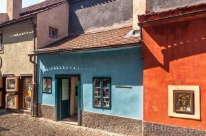 Golden Lane - Altın Yolda'da yer alan Franz Kafka'nın 22 no'lu evi. - Prag Kalesi, Çekya.