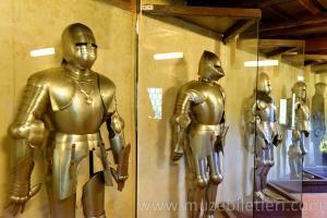 Prag Kalesi Altın Yol'da (Golden Lane) ziyaret edebileceğiniz bir Ortaçağ Silah-Zırh Müzesi de bulunuyor.