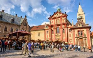 Prag Kalesi - Aziz George Bazilikası'nın dışarıdan görünümü