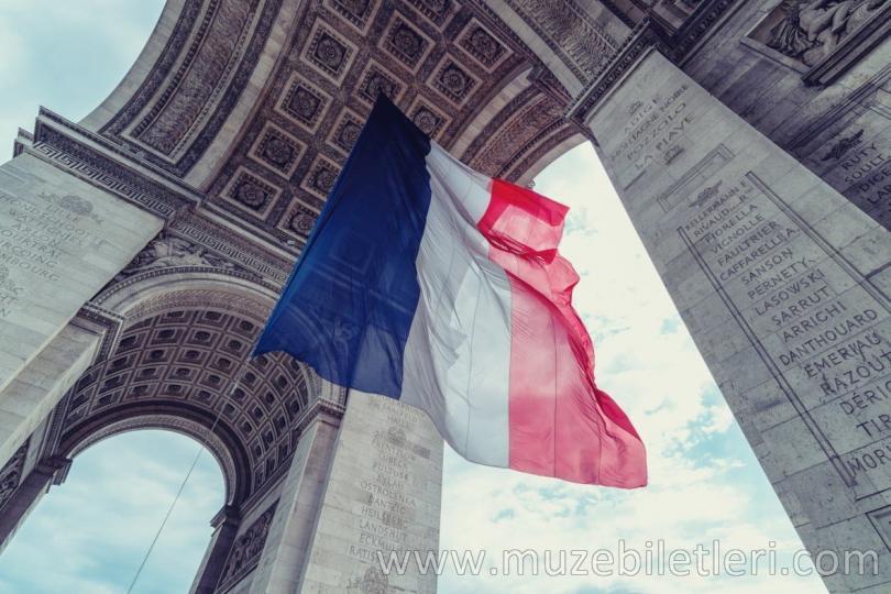 Paris Zafer Takı