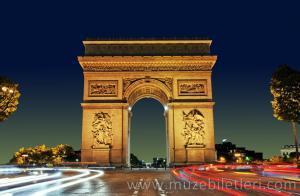 Paris Zafer Takı'nın gece görünümü
