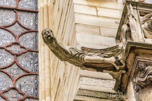 Sainte Şapeli'nin dış cephesinden detaylar. Şapelin dış cephesinde yer alan ve de kötü ruhları kovduğuna inanılan gargoyları mutlaka görün.