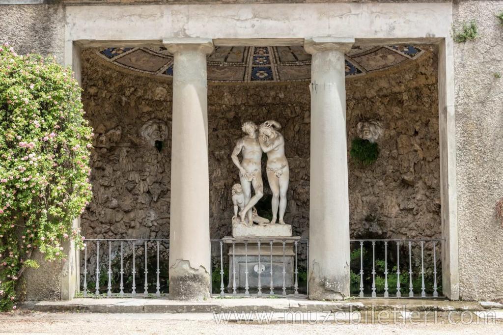 Boboli Bahçeleri'ndeki Adem ve Havva heykeli