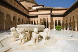 Nasri Sarayı avlusundaki aslanlı havuz - El Hamra Sarayı