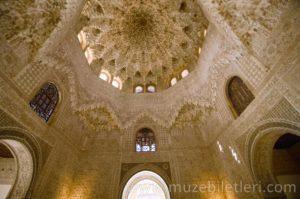 Nasri Sarayı'nın içinden kareler - El Hamra SArayı