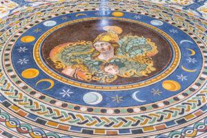 Yunan Haçı Salonu - Athena büstlü taban mozaiği