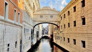 Saray ile Hapishaneyi birbirine bağlayan Ahlar Köprüsü - Venedik