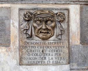 Dükler Sarayı Dış Cephesi'nden detaylar