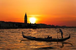 Venedik Büyük Kanalı'nda günbatımı
