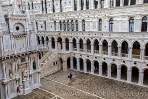 Venedik Dükler Sarayı'nın avlusu - Devler Merdiveni