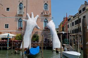 dev eller heykeli venedik